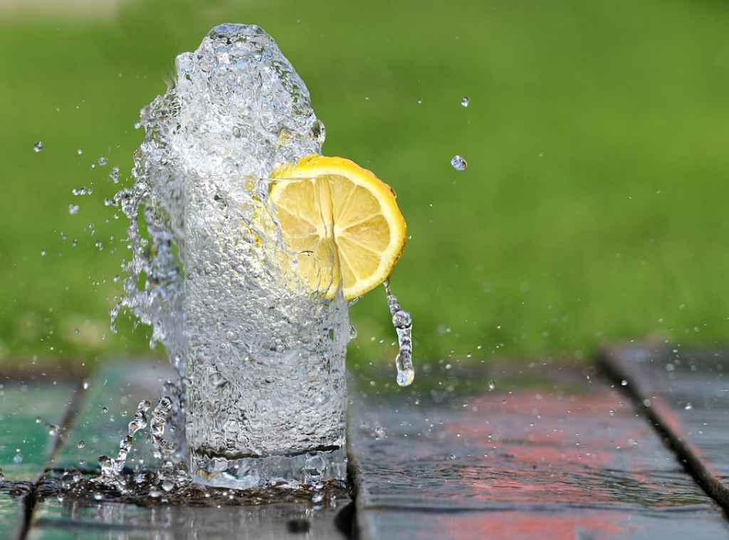 Come idratarsi durante la corsa
